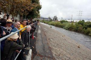 Instalarán barreras provisorias para contener el río Los Ángeles