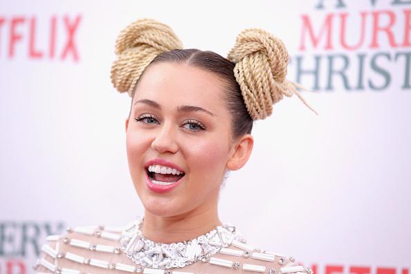 ¡Así quedó Miley Cyrus tras ser atacada por un gato! (fotos)