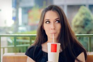 Estás son las bebidas que debes evitar si quieres bajar de peso