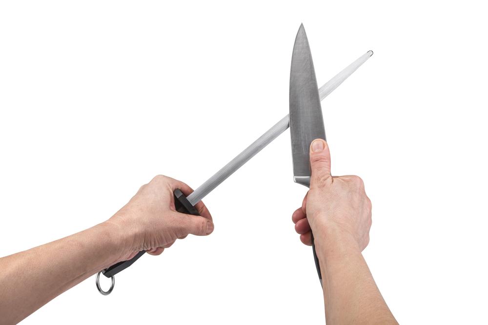 El menor agarró un cuchillo de cocina para apuñalar a la niña.