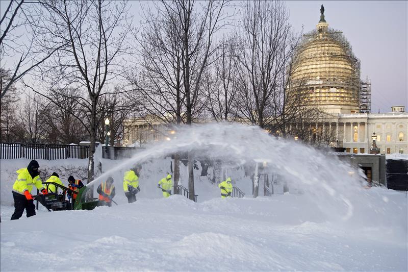 Se eleva a 26 la cifra de muertos por la tormenta de nieve en EEUU (VIDEO)