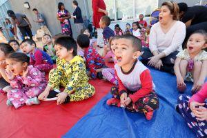 Los desafíos de las madres solteras para dar educación temprana a sus hijos