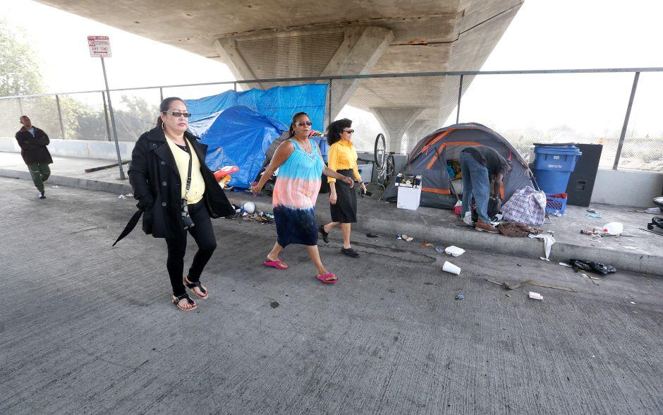Vecinos de Sur Los Ángeles no quieren homeless en sus barrios