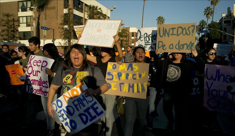 Así recibieron a Obama en Los Ángeles (FOTOS)