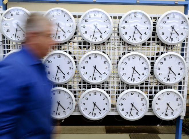 La forma en que concebimos los horarios cambiaría si se erradicaran las zonas horarias.