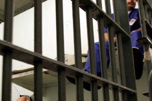 Fiscal general pide a las prisiones federales que envíen presos a casa por coronavirus