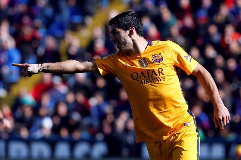 Suárez le dio el triunfo al Barcelona sobre el Levante