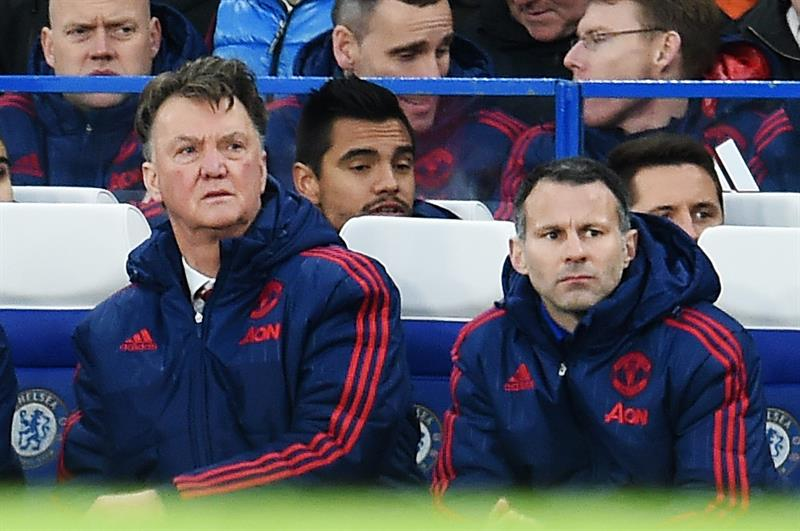 Louis van Gaal dice que Manchester United le avisaría en caso de negociar con Mourinho
