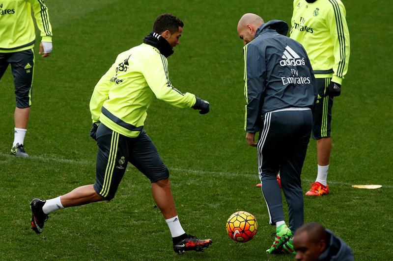 Cristiano Ronaldo y Zinedine Zidane, durante el entrenamiento previo al partido entre Real Madrid y Athletic de Bilbao.