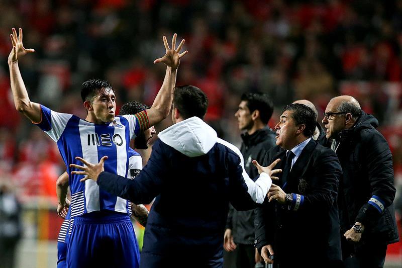 Golazo de Héctor Herrera al Benfica, con asistencia de Layún