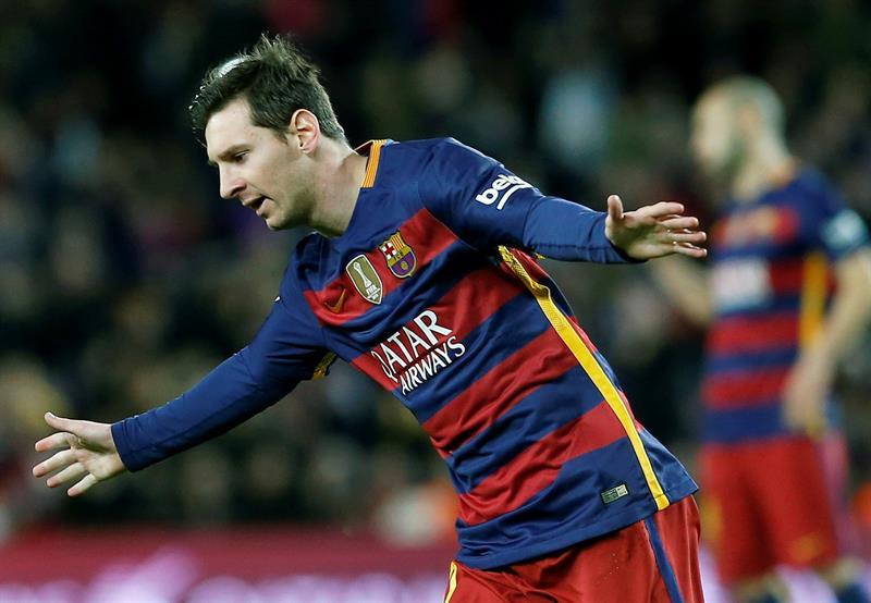Messi decidió imitar a Johan Cruyff al momento de cobrar el tiro penal.