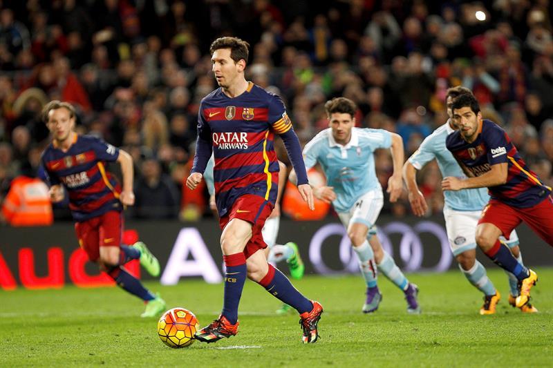 Messi sorprendió a propios y extraños con esta inusual ejecución de penalti.