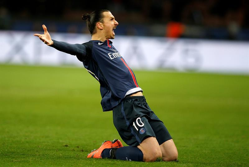 El delantero sueco Zlatan Ibrahimovic podría jugar una temporada con el Manchester United.