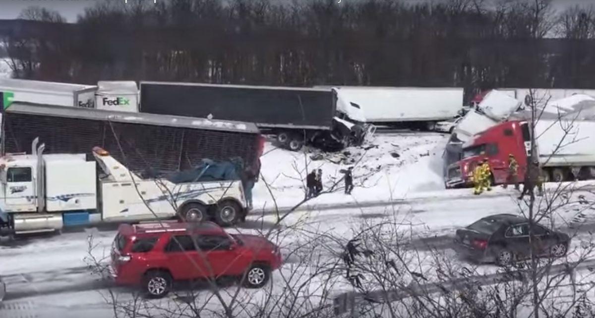 Masivo choque de más de 50 vehículos en carretera de Estados Unidos (video)