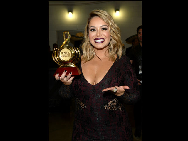 Chiquis Rivera recibió su primer premio Lo Nuestro a la Artista Regional Mexicana Femenina del Año.