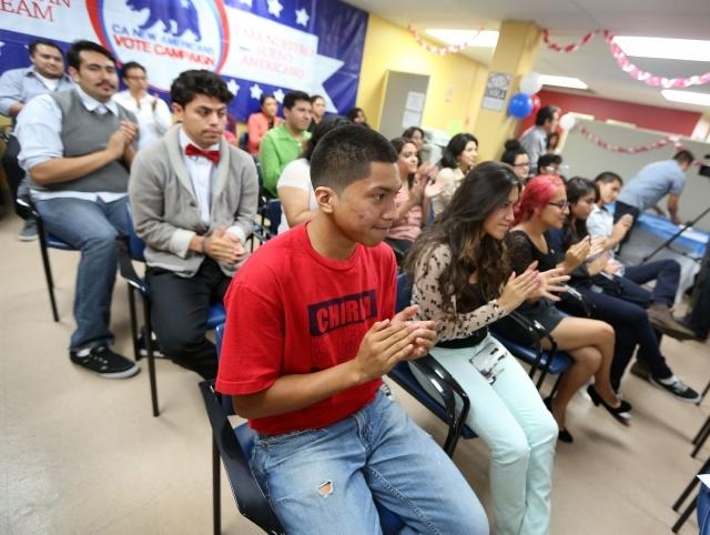 México ofrece becas a 'DrIMErs', jóvenes indocumentado en EEUU