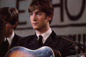¡No creerás por cuánto se vendió un mechón de pelo de John Lennon!