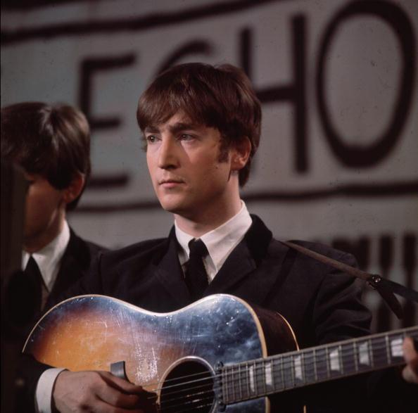 La tormentosa relación de John Lennon con sus padres que marcó su trágica infancia