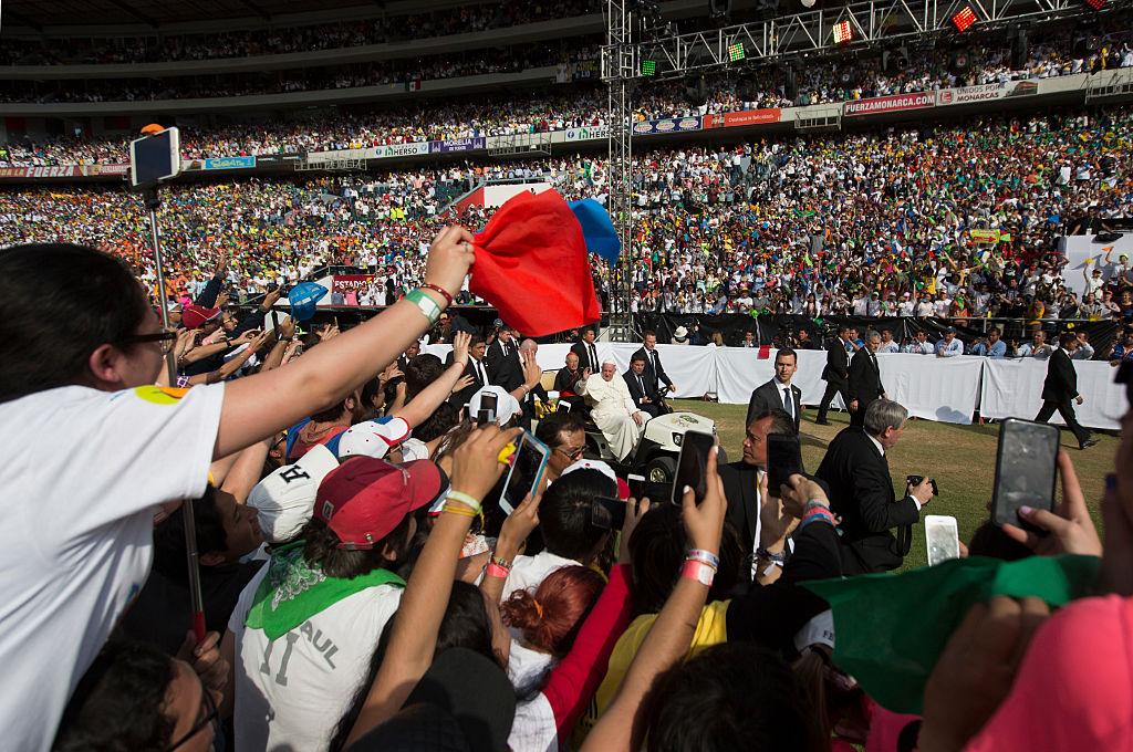 El Papa llamó a los jóvenes reunidos en Morelia que no se dejen seducir por el narcotráfico.