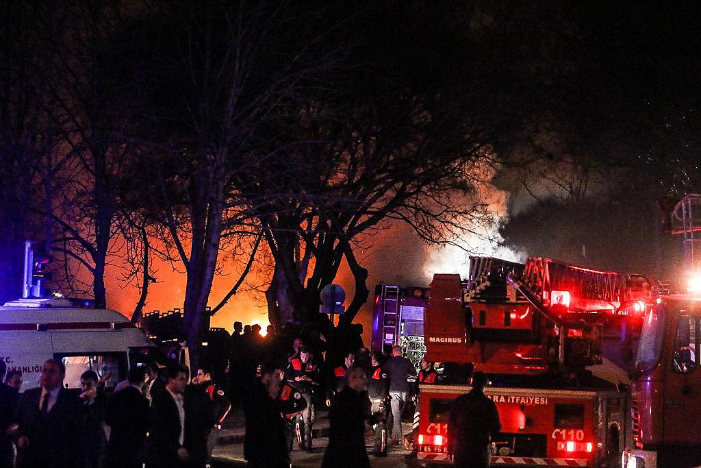 Turquía: al menos 28 personas mueren en la explosión de un carro bomba