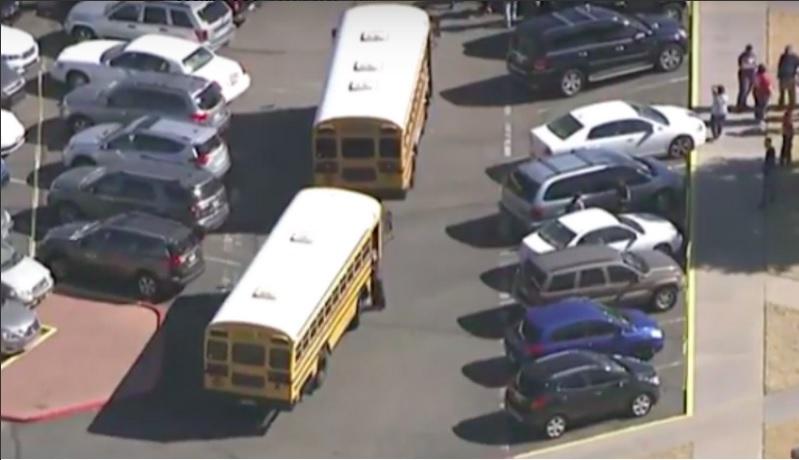 Balean a muerte a dos jovencitas en secundaria de Arizona