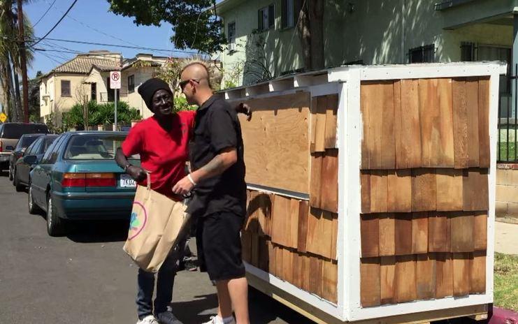 Confiscan las 'casitas' de indigentes angelinos