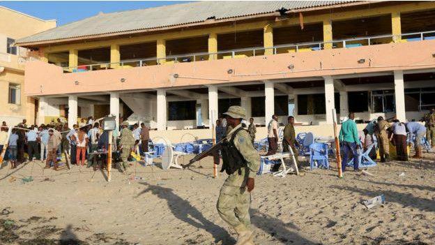 Muchos de los soldados que rescataron a los sobrevivientes lo hicieron en medio del combate con los militantes de al Shabab.