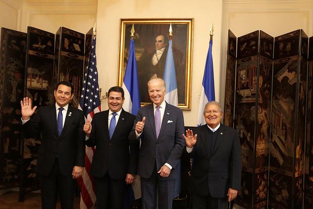 """Biden pide a países del """"Triángulo del Norte"""" hacer más para reducir migración ilegal"""