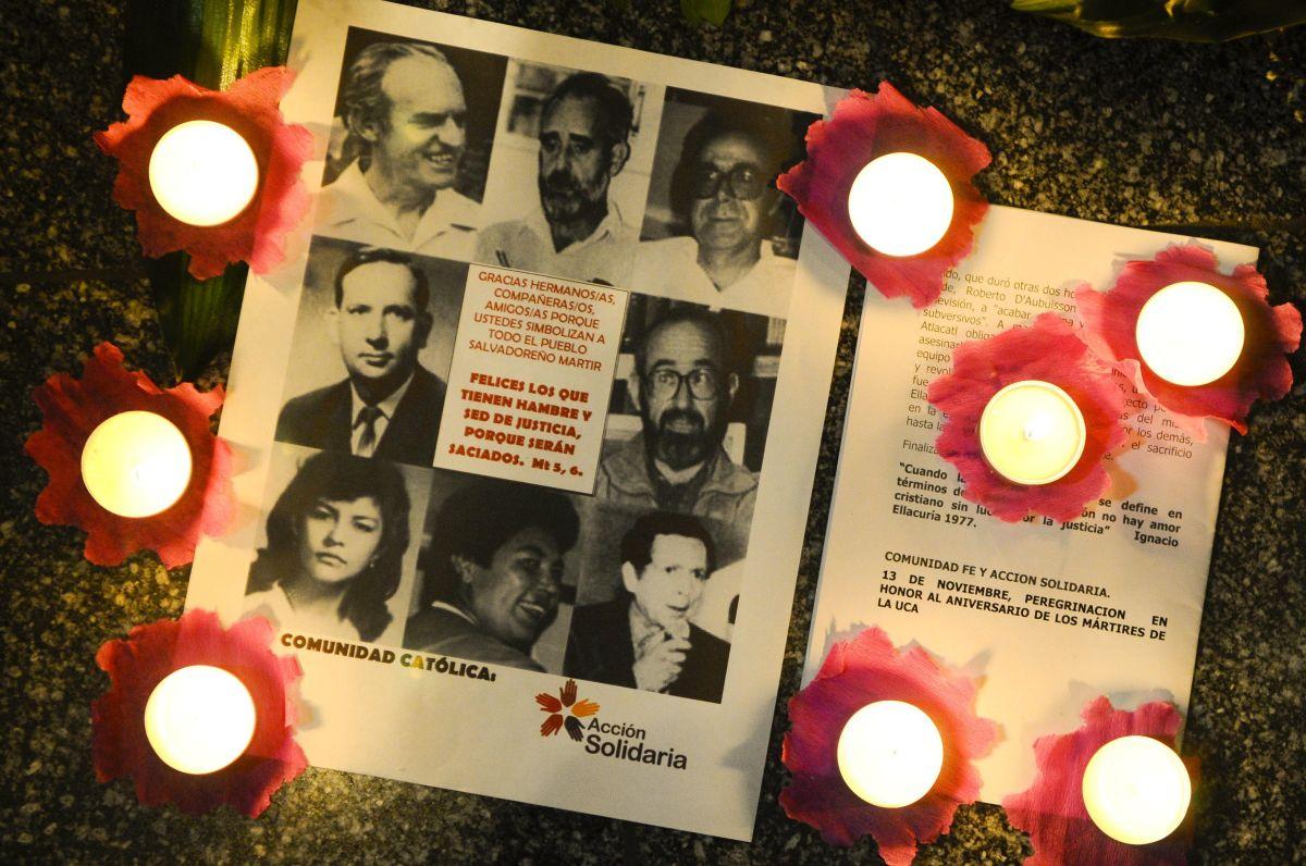 Caen cuatro exmilitares acusados en la masacre de jesuitas