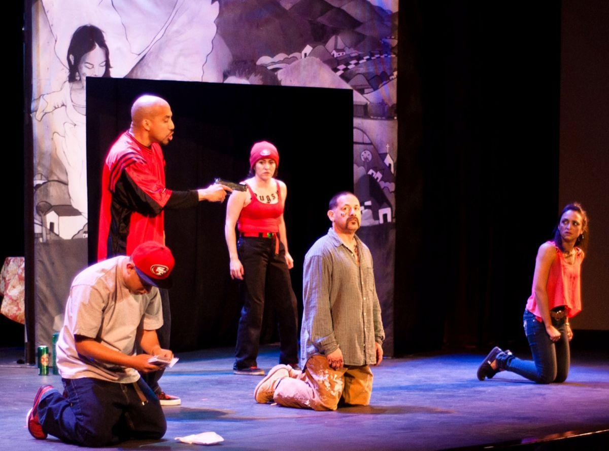 Expandillero encuentra redención en obra teatral 'Placas'