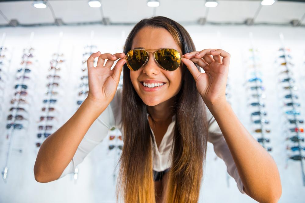 ¿Por qué esas gafas baratas pueden salir muy caras para tus ojos?