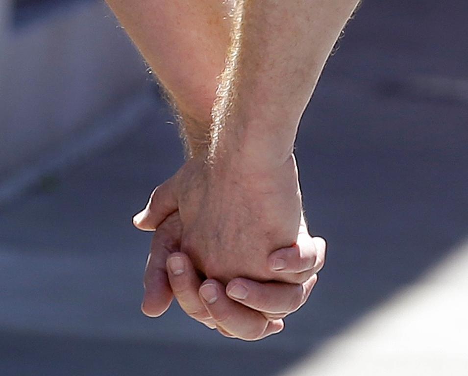Los hombres que tienen sexo con otros hombres están en mayor riesgo de contagiarse con VIH.