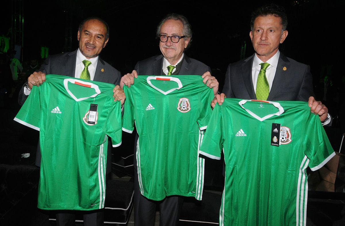 Foto durante la Presentacion del nuevo jersey de la Seleccion Mexicana para la Copa America Centenario USA 2016.