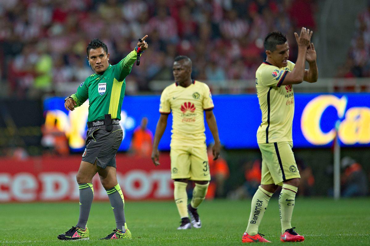 Chivas vs América: las polémicas y sospechosas decisiones del árbitro