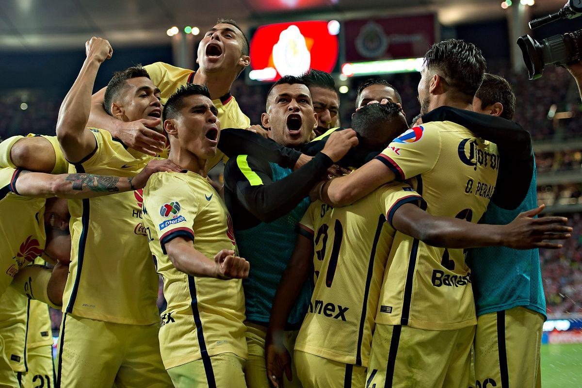 América le gana a Chivas el Clásico en un partido manchado por la polémica