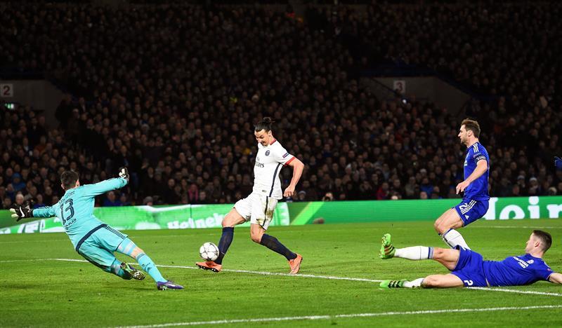 Zlatan Ibrahimovic asiste y firma un golazo para eliminar al Chelsea en Champions League