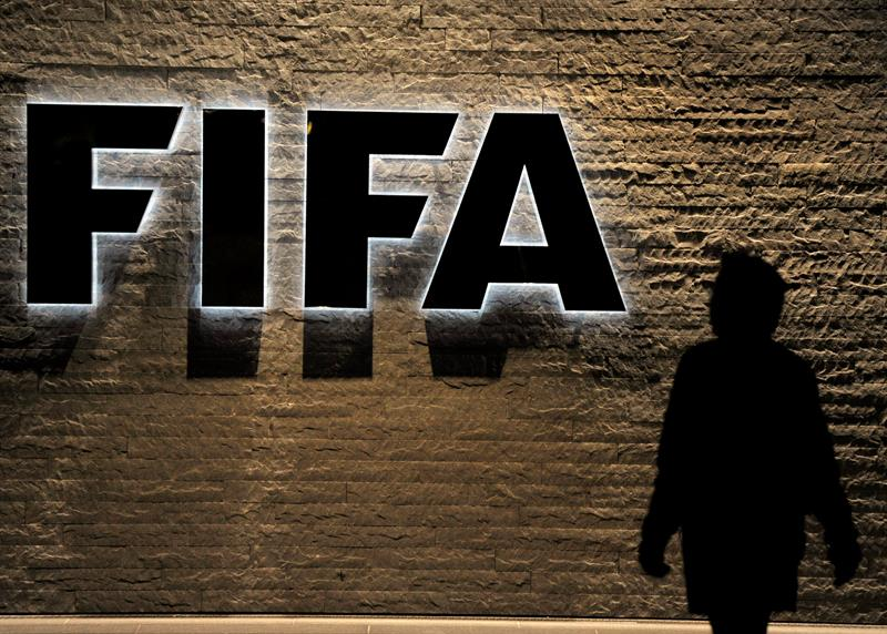 FIFA reclama a exfuncionarios que le devuelvan millones de dólares