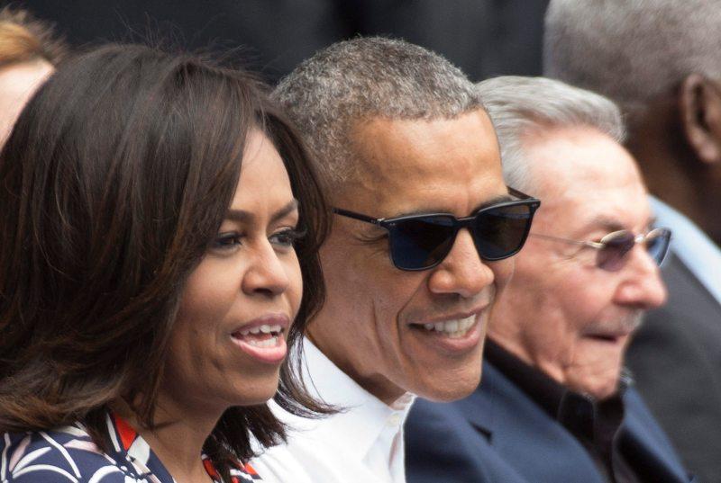 Sonrientes, Obama y Castro hicieron la 'ola' en La Habana