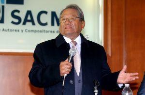 Armando Manzanero arriesga su empleo por hablar de los narcocorridos