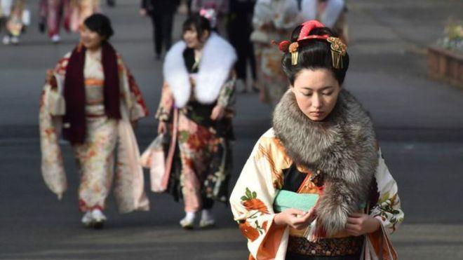 """El fracaso de la """"feminización"""" en Japón"""