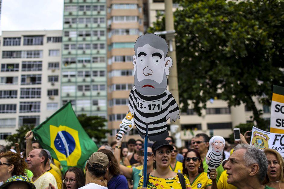 """""""Lula, ladrón, tú lugar es la prisión"""""""