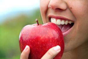 Retoma una rutina saludable con este licuado de manzana y avena, ideal para bajar de peso y saciar el apetito