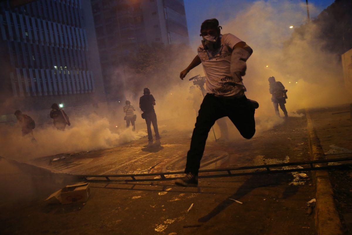 Venezuela: dos policías muertos y 30 heridos en protestas