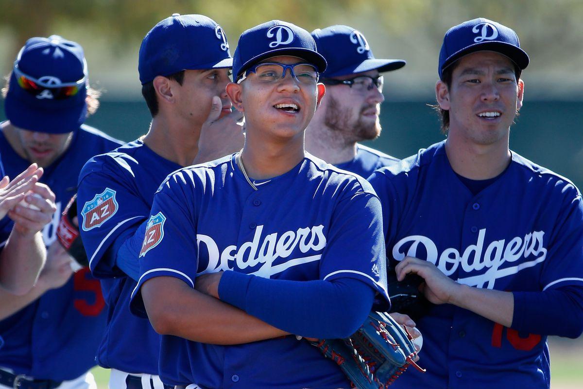 Súper prospecto mexicano Julio Urías, de Dodgers, pierde juego de la 'Serie del Freeway' en Arizona