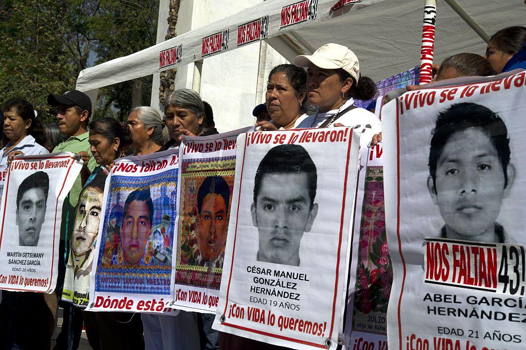 """Clinton: es """"indignante"""" que siga sin solución caso Ayotzinapa"""