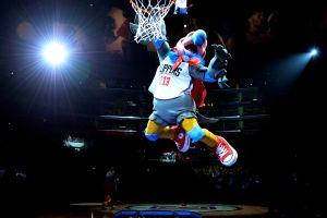 Chuck, la nueva mascota con tenis Converse que el hombre más rico de los deportes quería tener en sus Clippers