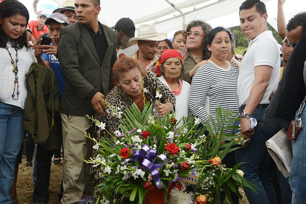 Entre tristeza y rabia, Honduras despide a la activista asesinada Berta Cáceres