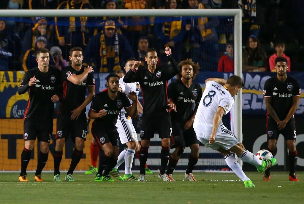 Galaxy resurge de la mano de 'El Mago' Magee y golea en su primer juego de la temporada 2016 de la MLS