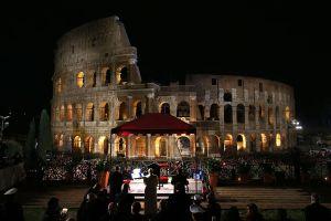 Video: El Papa encabeza la Pasión de Cristo en Roma