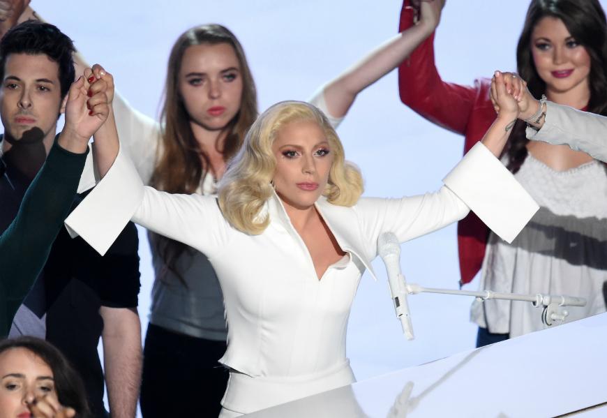 La abuela de Lady Gaga descubrió en los Oscar que la cantante fue violada (video)